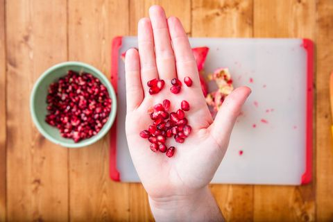How to cut a pomegranate