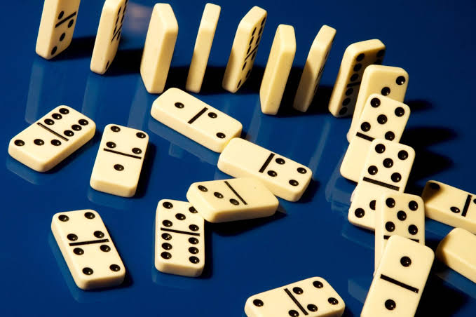 How to play dominoes in 2020