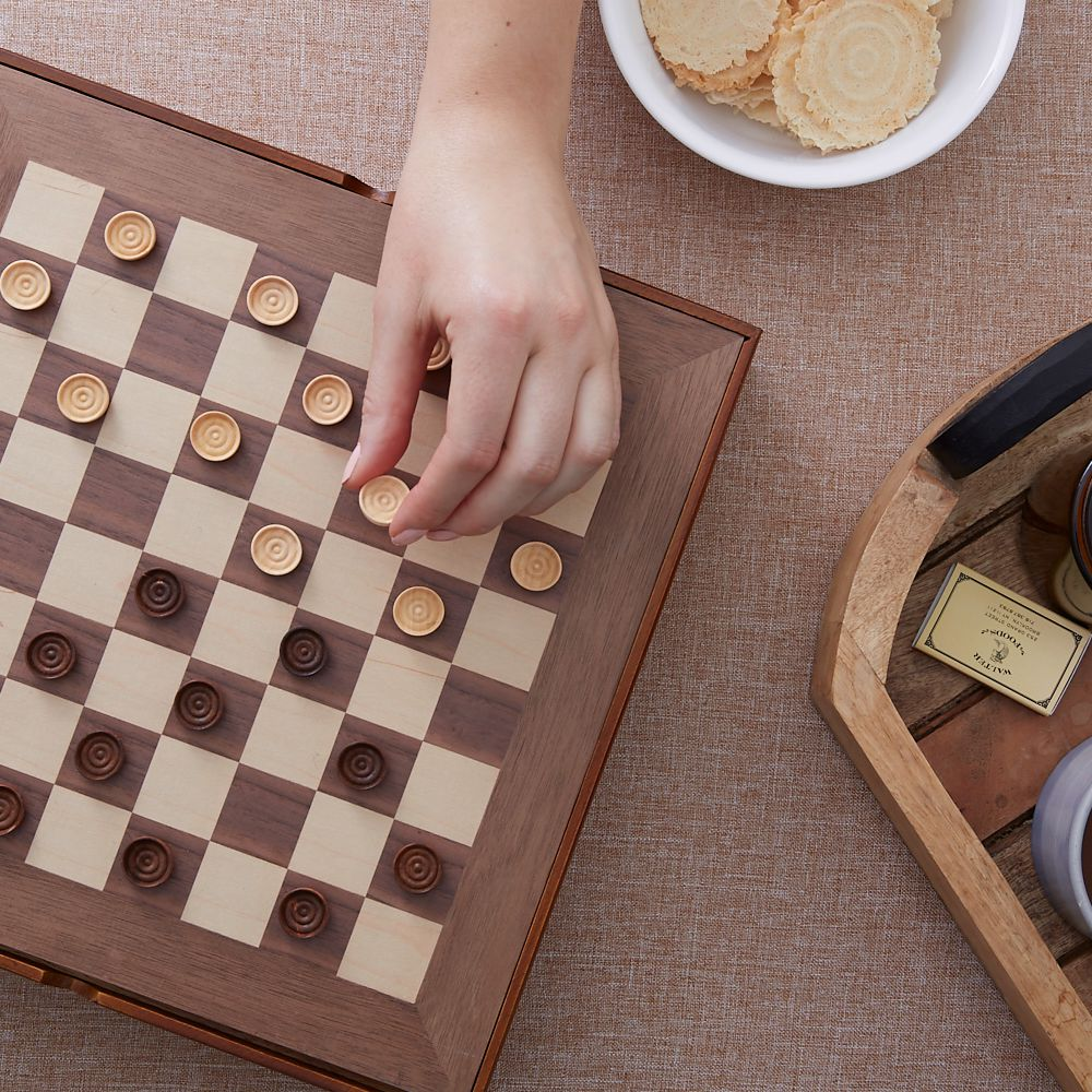 How to play checkers